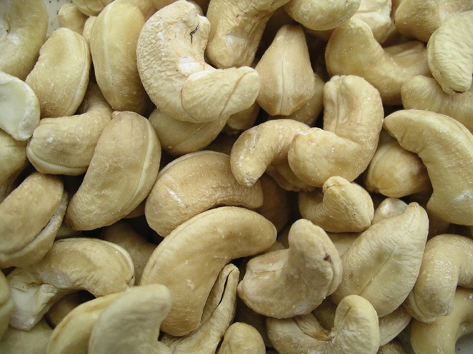 Golden Sunrise Foods.  Whole cashew nuts.  May contain other nut traces.  Produce of India.