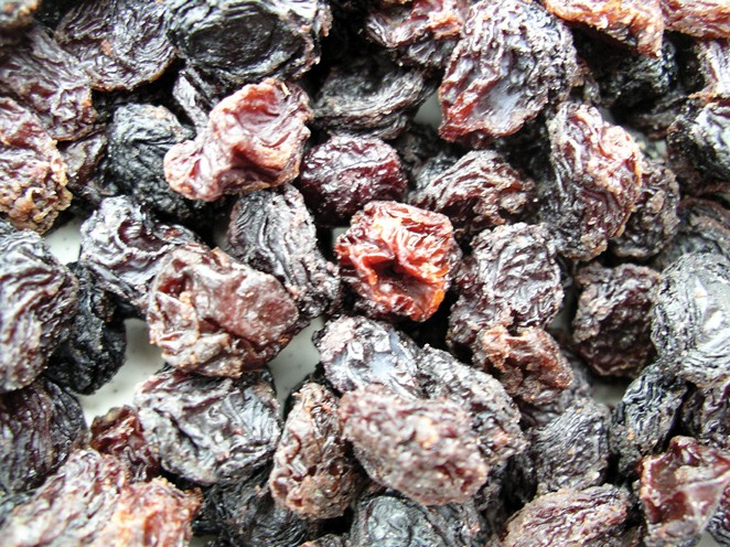 Golden Sunrise Foods.  Raisins.  Ingredients: raisins, palm oil.  May contain nut traces.  Produce of Chile.